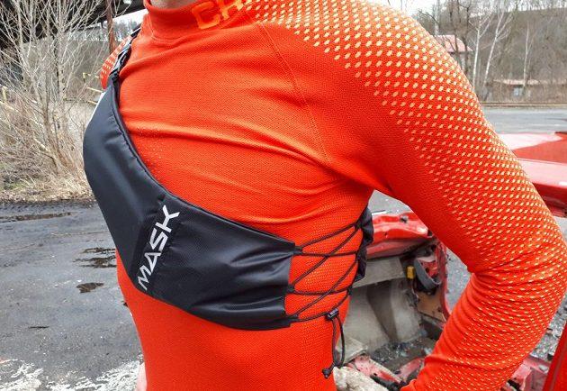 Běžecké pouzdro Binder Jogger od Mask Gear: Stahovací šňůrka slouží k rychlému doladění usazení.