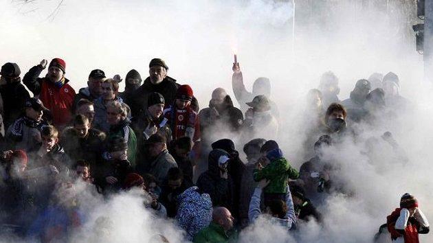 Fanoušci Sparty během silvestrovského derby se Slavií.