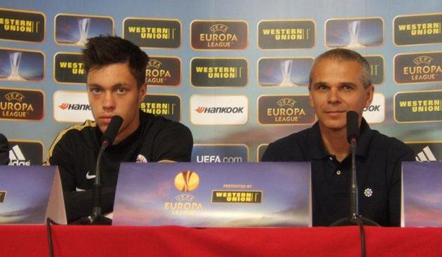 Václav Kadlec a trenér Vítězslav Lavička před tréninkem v Lyonu.