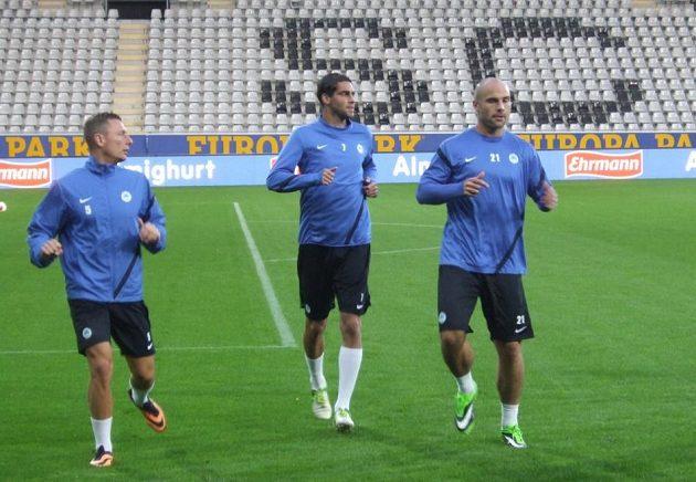 Zleva Vladimír Coufal, Liboš Hušek a sportovní ředitel Jan Nezmar, který si s mužstvem ve Freiburgu zatrénoval.