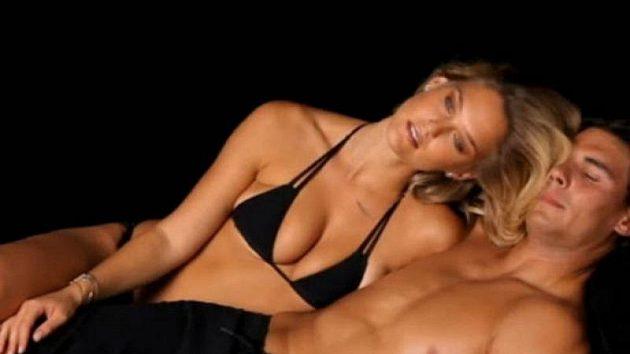 Tenista Rafael Nadal s modelkou Bar Rafaeli