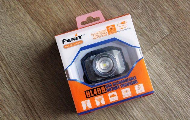 Zoomovací čelovka Fenix HL40R: Takhle se na vás směje z krabičky.