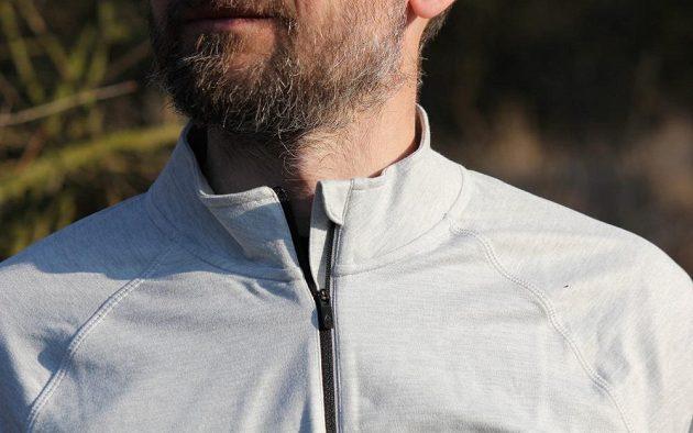 Běžecká mikina Reebok Reflective Speedwick Quarter Zip - pohodlné zpracování stojáčku a zipu.