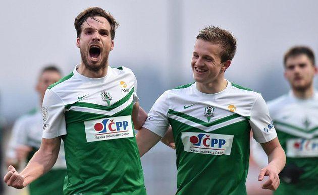 Autor prvního gólu Filip Novák (vlevo) a Jan Kopic z Jablonce.