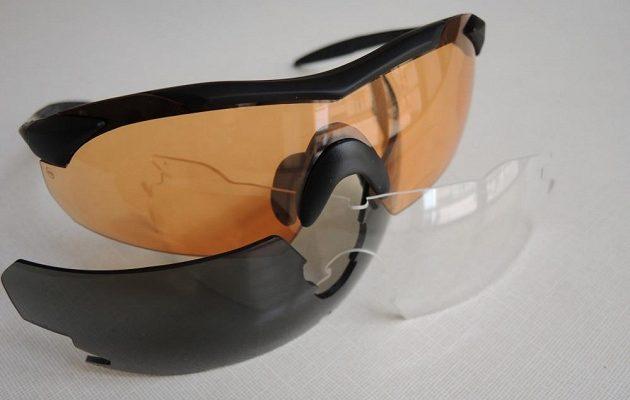 Brýle Wiley X ‒ trojlístek střelbě odolných skel.