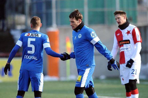 Liberecký útočník Michael Rabušic (uprostřed) oslavuje jediný gól utkání zimní Tipsport ligy se Slavií.