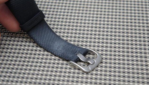 Fitness náramek Garmin vívosmart 3: detail kvalitního nerezového zapínání.