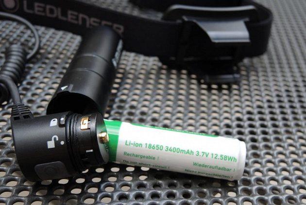 Čelovka Ledlenser MH10: Pozlacené kontakty a vysokokapacitní akumulátor - to je základ.