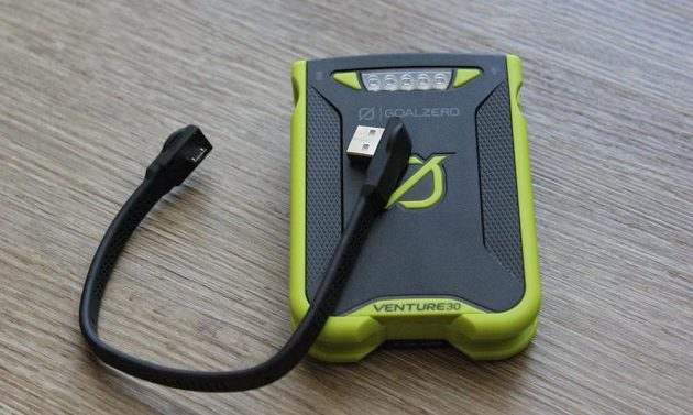 Odolná powerbanka Goal Zero Venture 30 - s odpojeným kabelem.