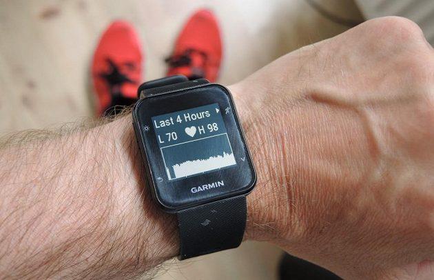 Sportovní hodinky Garmin Forerunner 35: Kdykoli si můžete vyvolat údaje o tepech za poslední 4 hodiny.