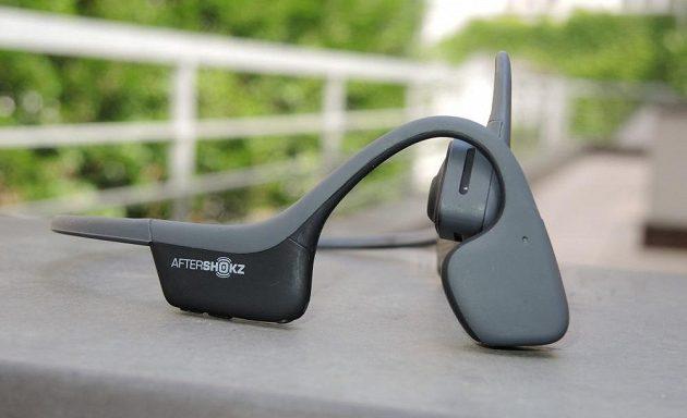Bezdrátová sportovní sluchátka Aftershokz Trekz Air - lehká a nenápadná sluchátka jsou k dostání ve čtyřech barvách.