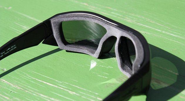 Sportovní brýle Wiley X Enzo: brýle s nasazeným gasketem.