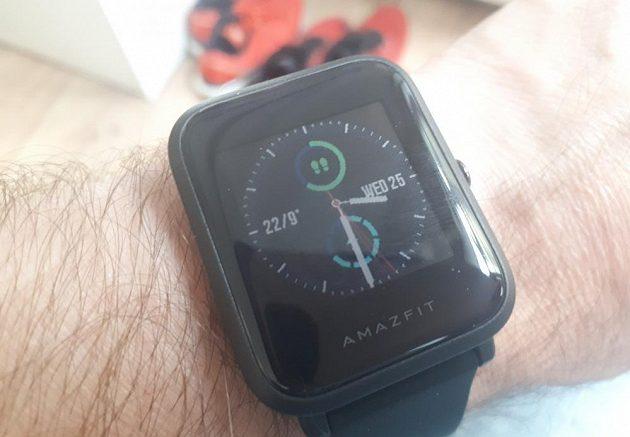 Xiaomi Huami Amazfit Bip - zvolený ciferník je jeden z těch informacemi nabitých.