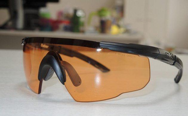 Brýle Wiley X Saber Advanced s nasazeným oranžovým sklem.