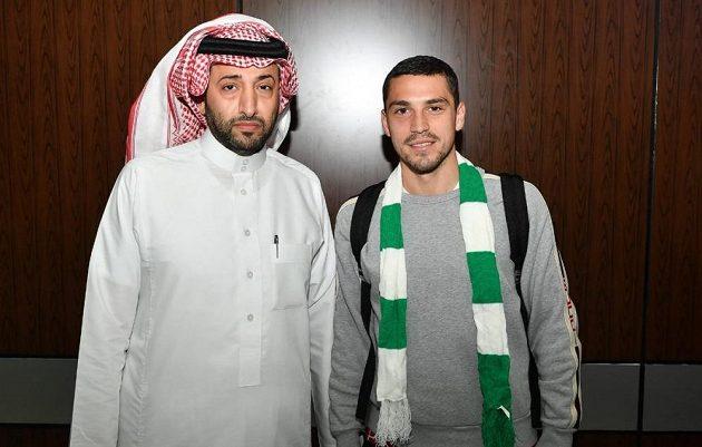 Nicolae Stanciu po příletu k finálnímu jednání s klubem Al Ahlí.