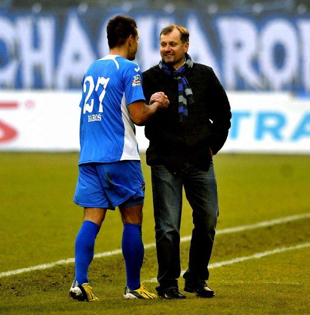Milan Baroš se zdraví s trenérem Pulpitem.