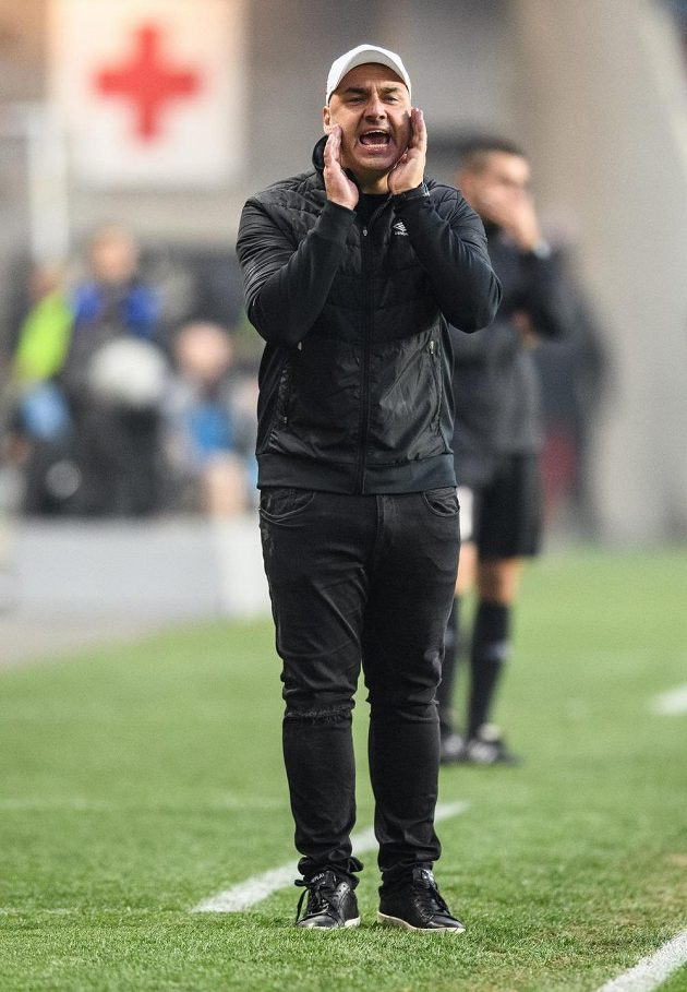 Trenér Slavie Jindřich Trpišovský během utkání s Plzní.