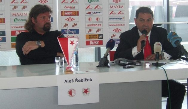 Majitel fotbalové Slavie Aleš Řebíček (vlevo) a nový generální ředitel Zbyněk Kusý.