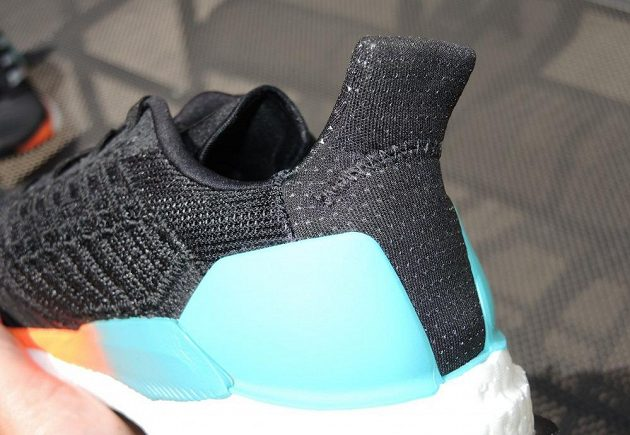 "Běžecké boty Adidas Solar Boost - ""žraločí ploutvička""."