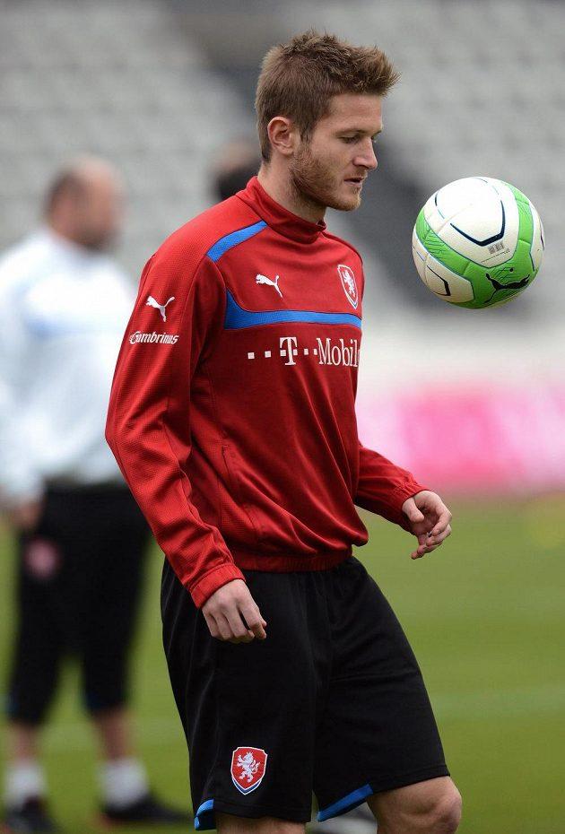 Ondřej Mazuch během tréninku české reprezentace před dvojutkáním kvalifikace MS 2014 s Maltou a Bulharskem.
