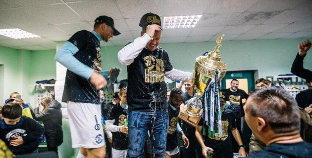 Marcel Lička slaví titul Brestu v běloruské fotbalové lize.
