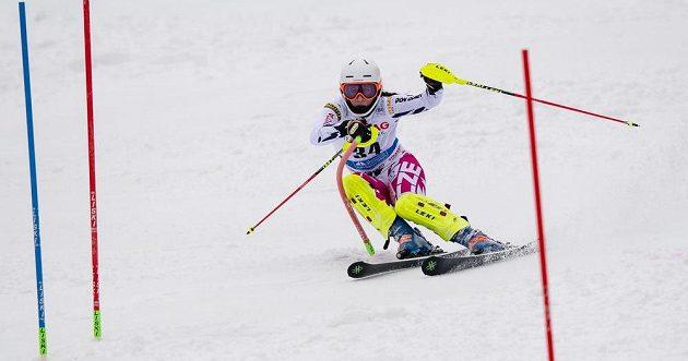Gabriela Capová ve slalomu při SP ve Špindlerově Mlýně.