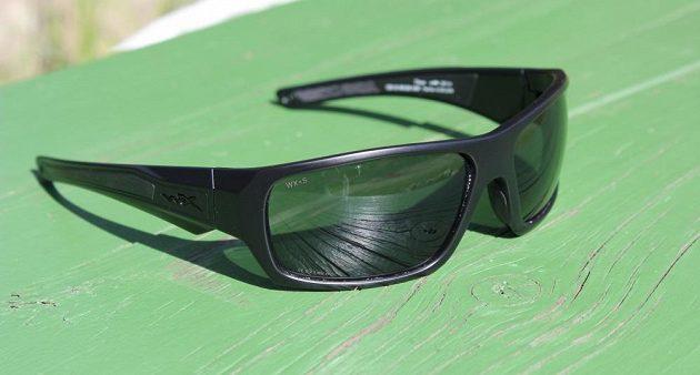 Sportovní brýle Wiley X Enzo: Design je jednoduchý, ostře řezaný.