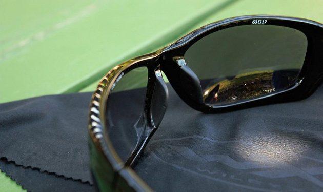 Sluneční brýle Wiley X Gravity - součástí balení je i čisticí hadřík z mikrovlákna.