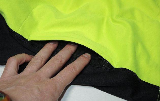Běžecká lehká mikina Mizuno Vortex Warmalite - detail boční kapsy na zip.