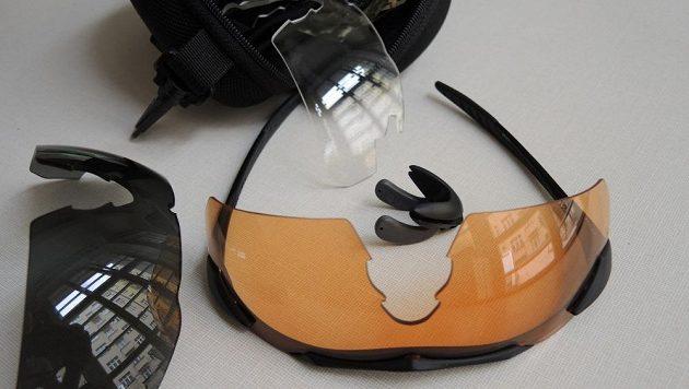 Brýle Wiley X ‒ nové sklo nasazeno, zbývá nacvaknout nosník.