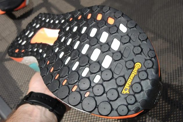 Běžecké boty Adidas Solar Boost - podešev dodaly dílny Continentalu.