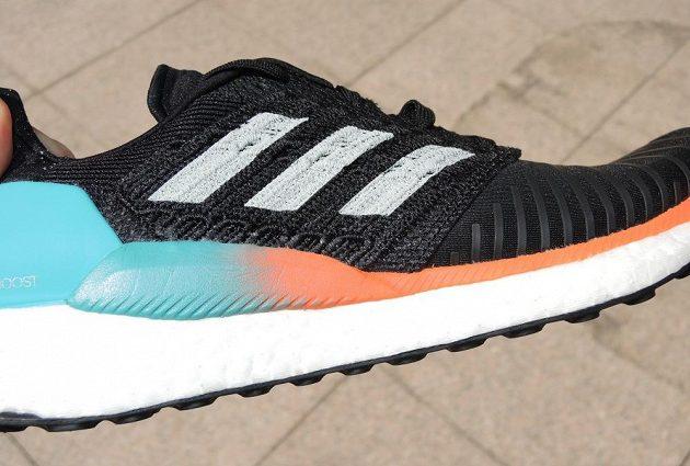 Běžecké boty Adidas Solar Boost - pohled na boční výztuhu.