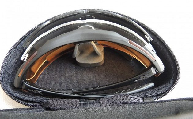 Brýle Wiley X ‒ pohled na uspořádání skel v pouzdře.