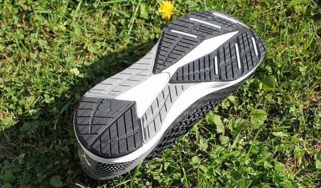 Běžecké boty Puma Ignite Netfit: pohled na kombinovanou podešev.
