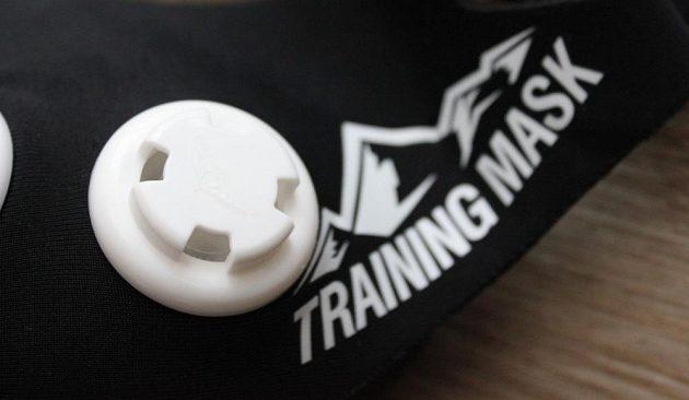Tréninková maska Elevation Mask 2.0 - detail nádechového ventilu se čtyřmi otvory.