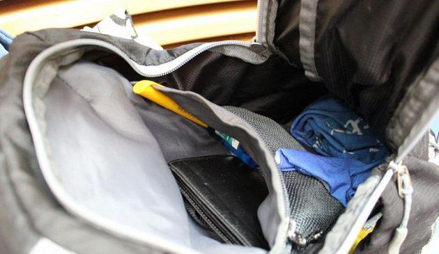 Běžecký batůžek Kilpi Cadence 10L: detail vnitřního prostoru.