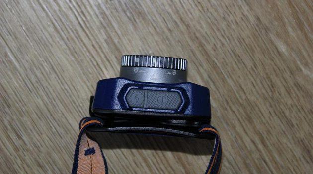 Zoomovací čelovka Fenix HL40R - pohled shora.