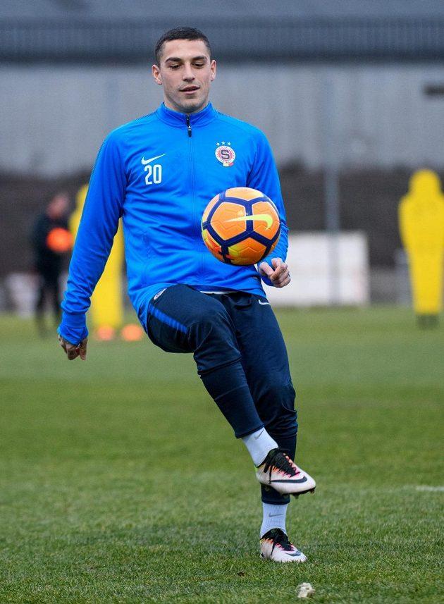 Nicolae Stanciu na prvním tréninku se Spartou. Zatím s číslem dvacet...