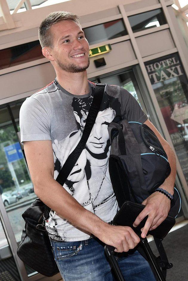 Tomáš Vaclík přichází na sraz národního týmu.
