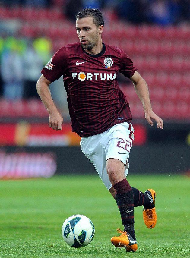 Záložník Sparty Josef Hušbauer během utkání s Duklou.