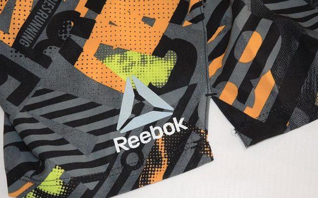 Běžecké trenýrky Reebok Running Graphic Board Short: Logo je v reflexní úpravě.