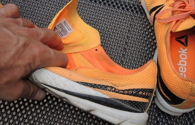 Běžecké boty Reebok One Series Harmony Racer: Jazyk je netradičně přichycen i zboku.