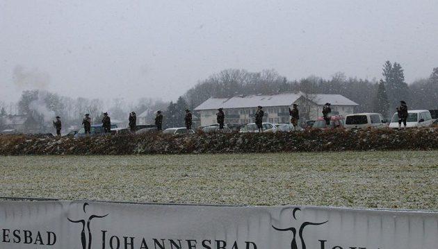 Johannesbad Thermen-Marathon: K tradici patří i startovní výstřely z historických bambitek.