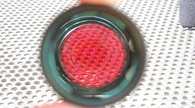 Čelovka Ledlenser MH10: Červený filtr nesnižuje světelný tok.