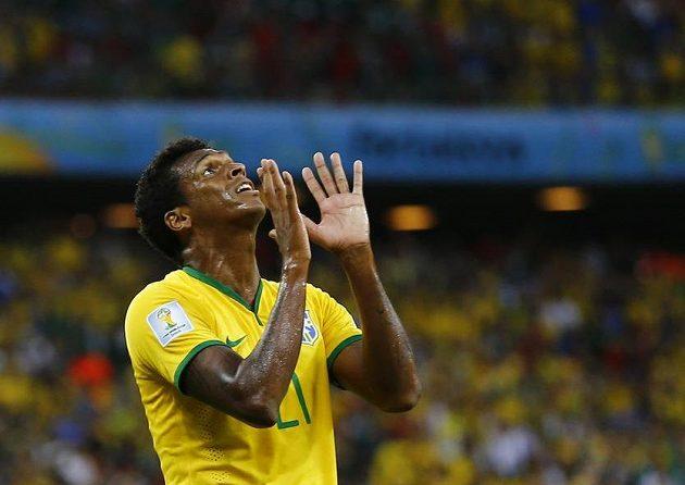 Brazilský fotbalista Jo lituje zahozené šance v duelu s Mexikem.