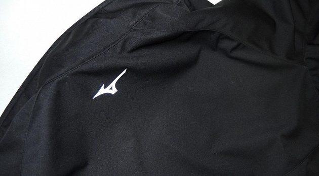 Běžecká bunda Mizuno Alpha Softshell Jacket - odrazka na zádech.