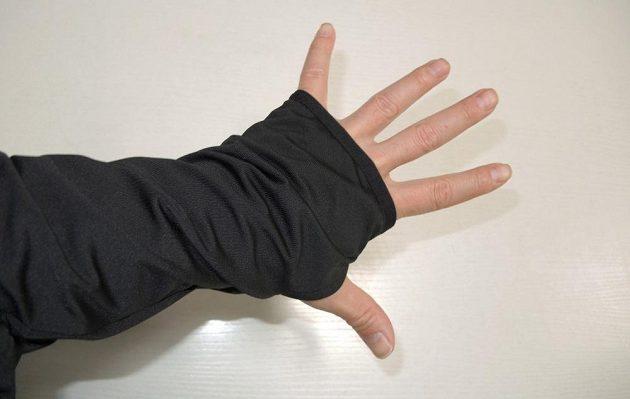 Běžecká mikina Reebok Spartan Race Hexawarm Pullover - detail prodlouženého rukávu s dírou na palec.