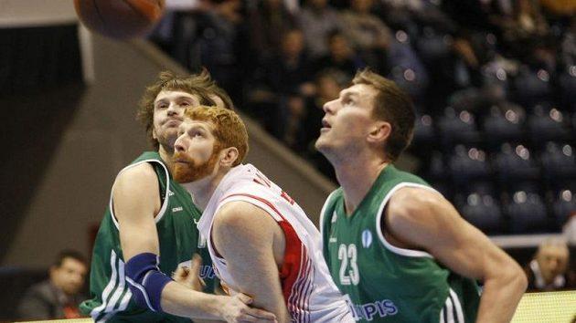Drew Naymick mezi hráči litevského týmu Rudupis Prienai