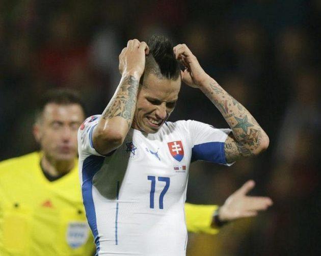 Poslední krok je nejtěžší... Naštvaný Marek Hamšík poté, co Slováci v kvalifikaci ME podlehli 0:1 Bělorusku.