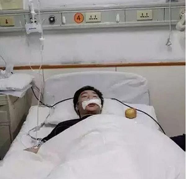 Zraněný Chuang Pcheng v nemocnici.